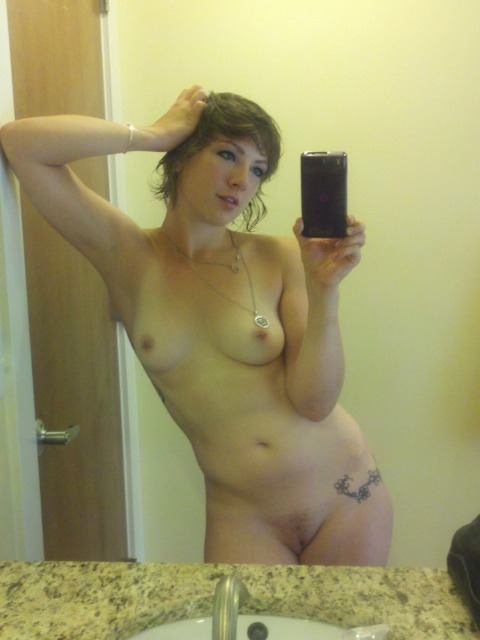 Une jeune femme bandante