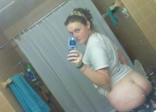 une amatrice exhibe ses grosses fesses
