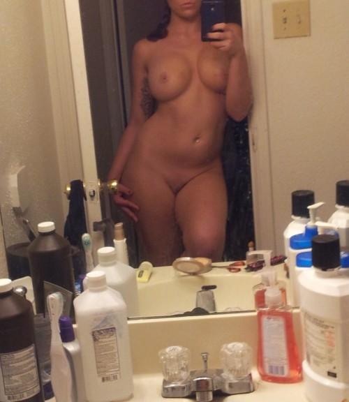 femme généreuse dénudée